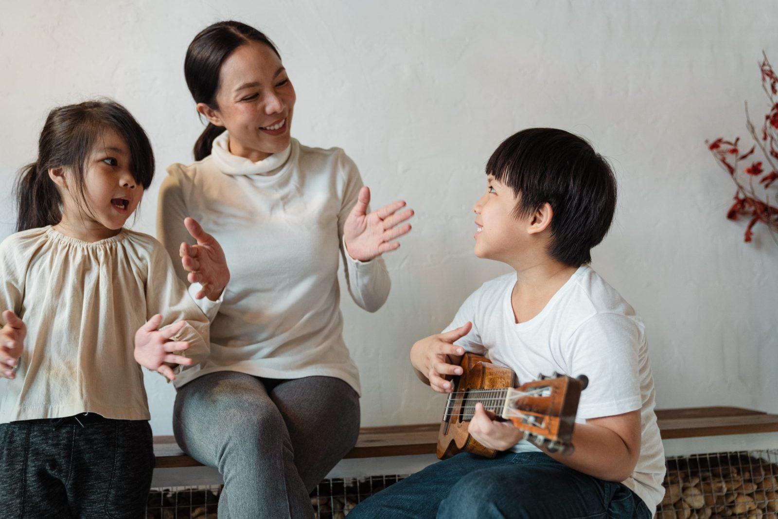 children singing, mom singing with children
